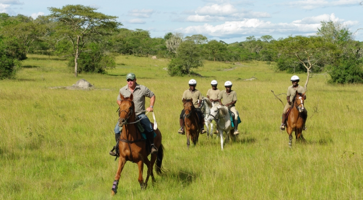 horseback riding in lake mburo